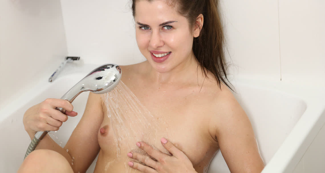 Cassie masturbating in bath
